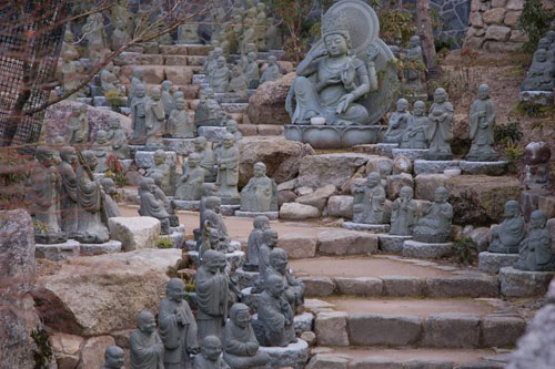 an amazing garden of mini buddhas inside Daishoin Temple