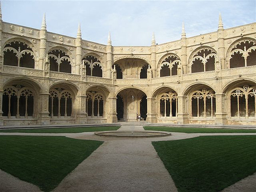 cloisters of mosteiro dos jer forming a terrific angle for photoshoot Travel To Portugal   Top 10 Best Places