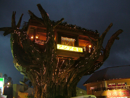 Okinawa Island Tree House Restaurant offers romantic Naha Harbor Diner