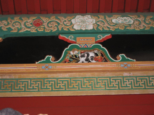 The carving of the sleepy cat above the NikkoToshogu Sakshita Gate is an attribution to Hidari Jingoro
