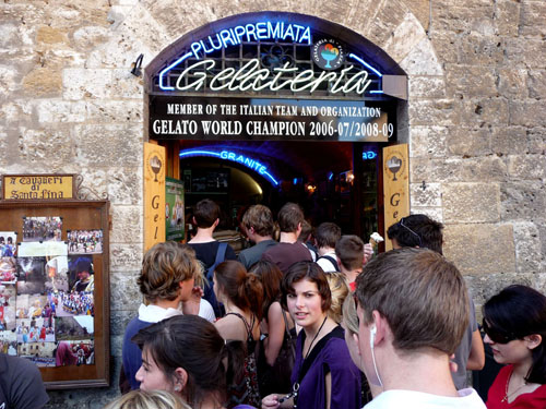 the starving tourist crowds throng the San Gimignano's famous gelato bar, Tuscany, Italy