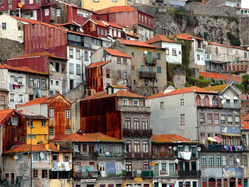 these porto houses staying in harmony to make a world class painting that could win a nobel prize any year Travel To Portugal   Top 10 Best Places