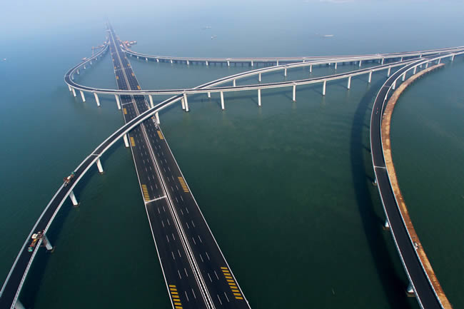 world's longest bridge over water